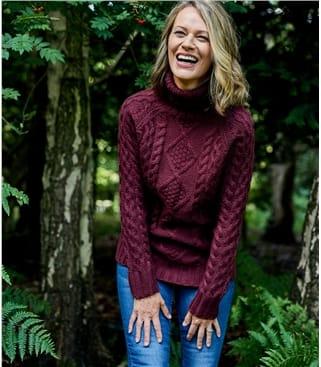 Женский аранский свитер из натуральной овечьей шерсти
