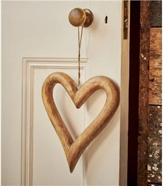 Zwei große Herzen aus Holz