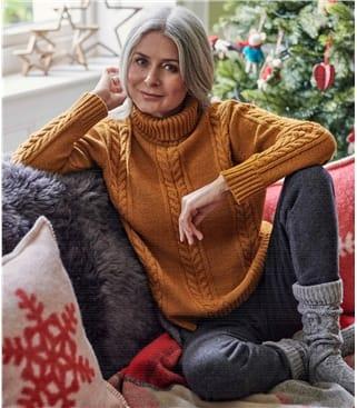Женский свитер с косами