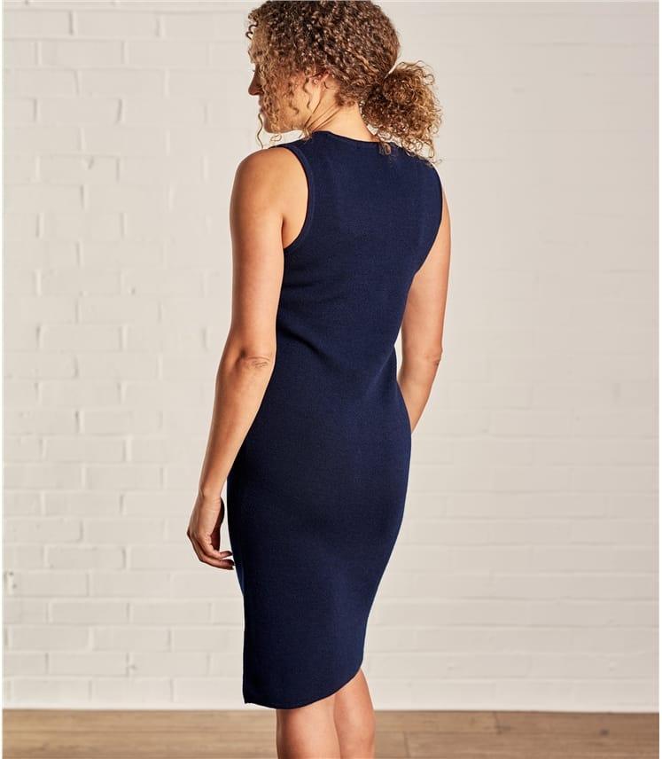Женское платье без рукавов