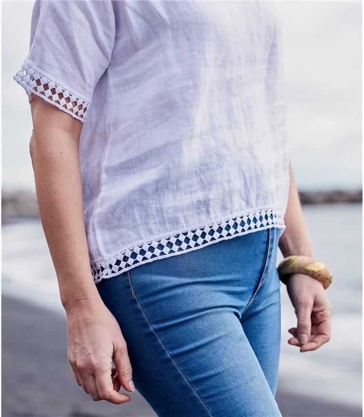 Top mit V-Ausschnitt und Häkelspitzenbesatz aus Leinen für Damen