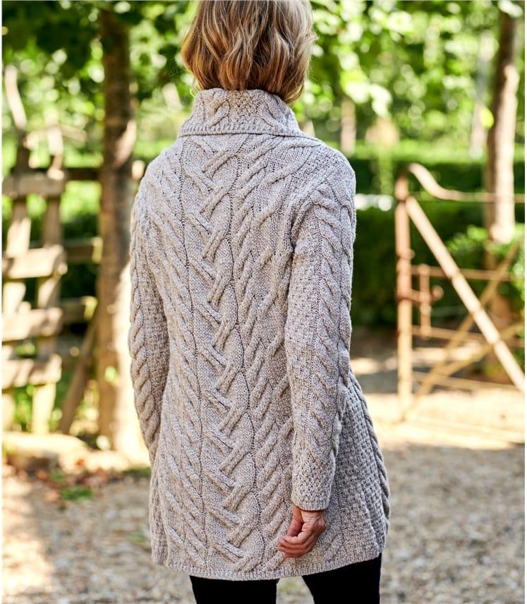 Lange Strickjacke aus Merinowolle mit Zopfmuster und Knöpfen für Damen