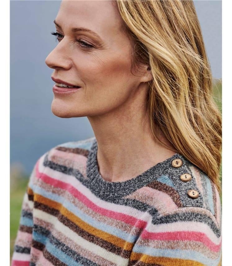 Pullover mit Streifen und Zierknöpfen für Damen