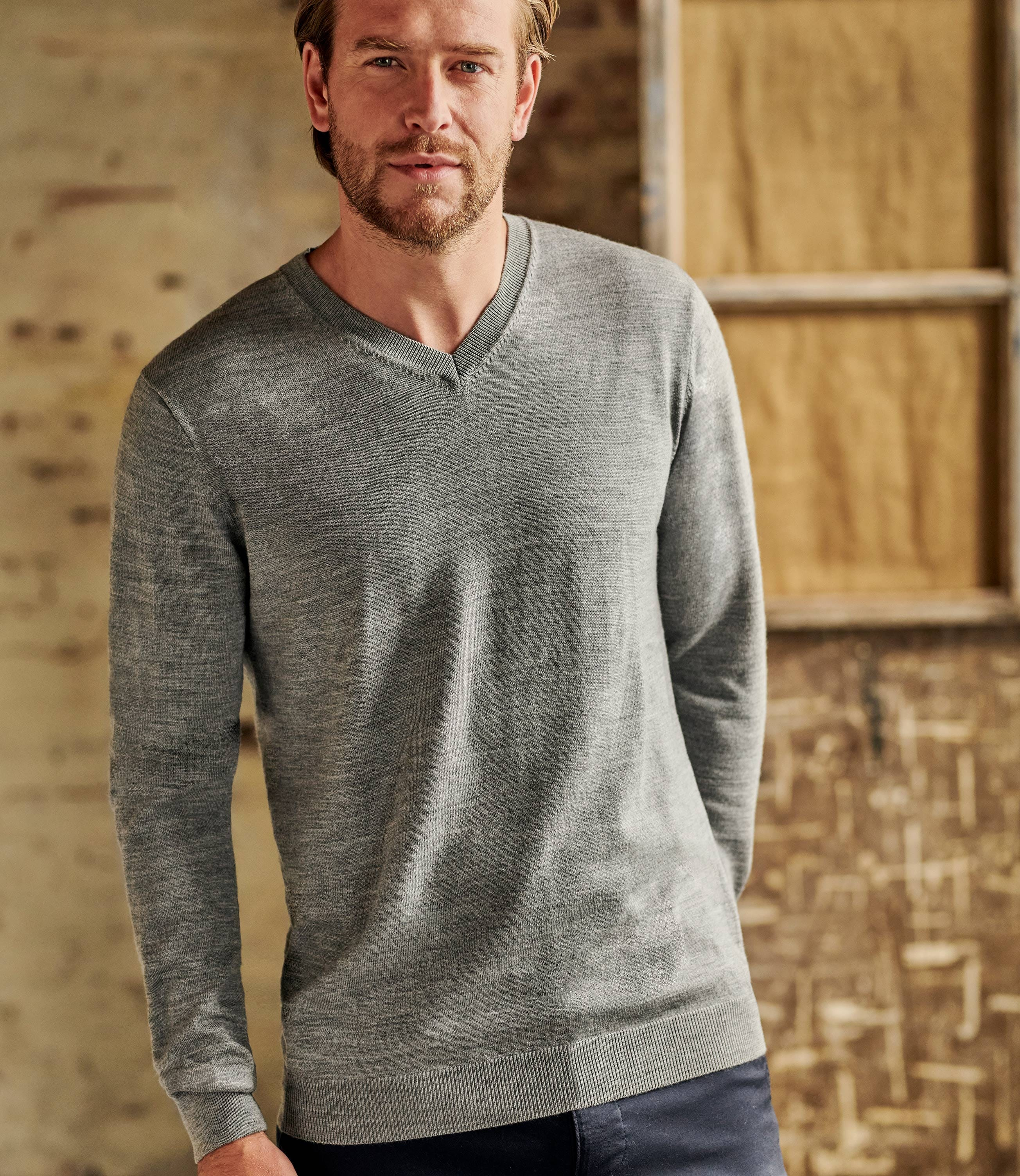 Mens Luxurious Merino V Neck Sweater