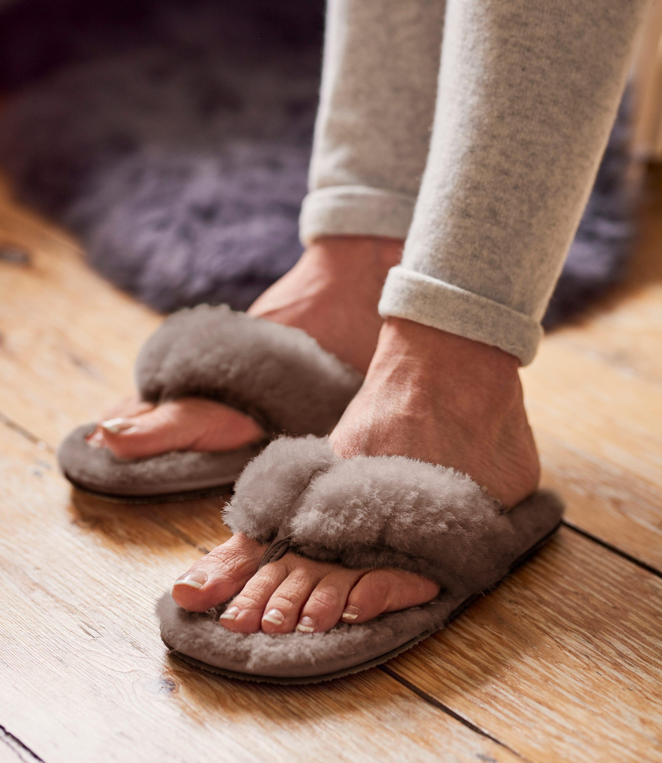 Womens Sheepskin Toe Post Slipper