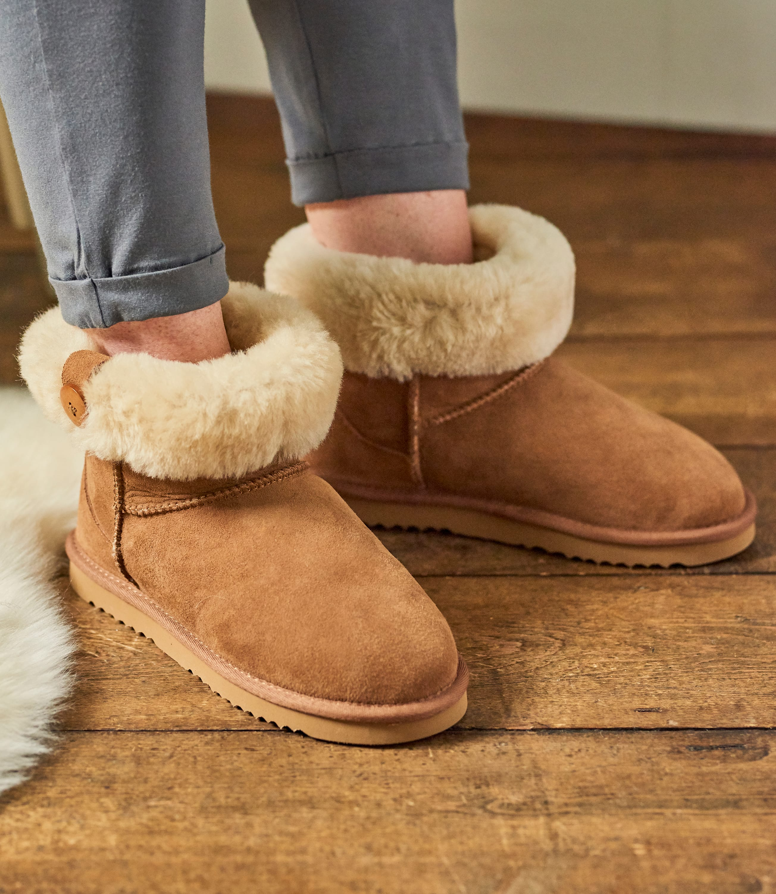 Chaussons style bottines à revers fourrées - Femme - Peau de mouton