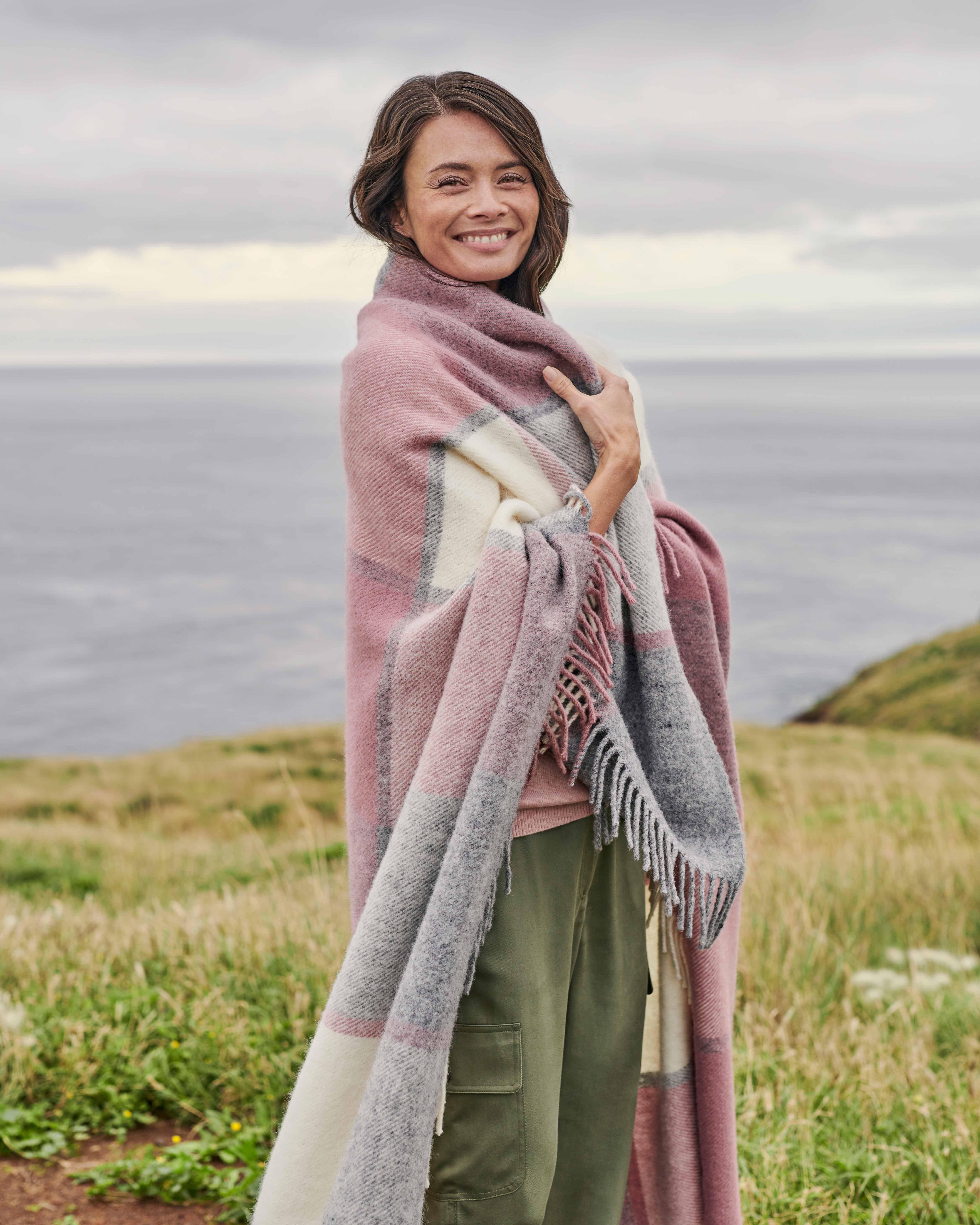 Decke mit Block-Karomuster aus reiner Wolle