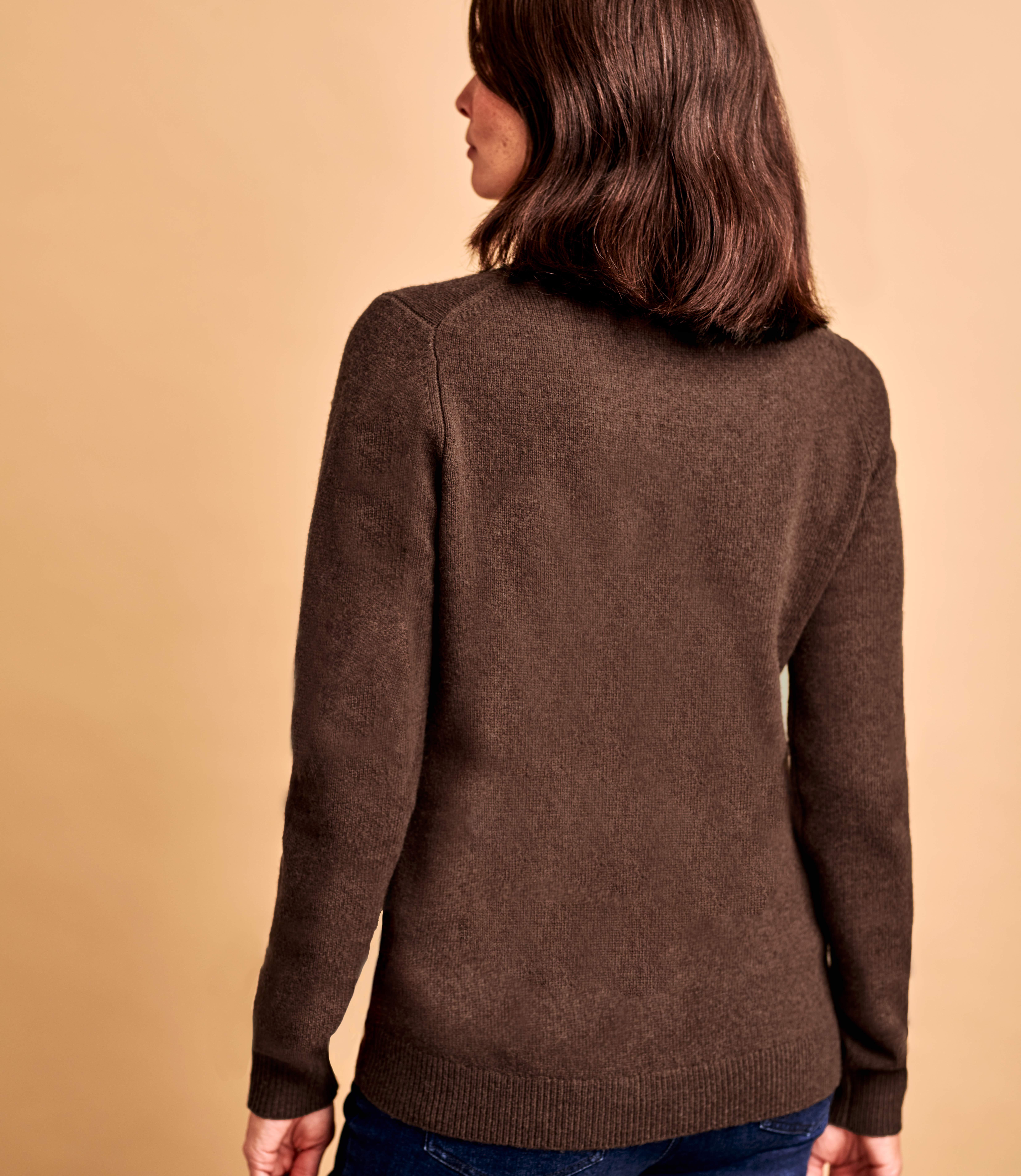 Женский свитер из натуральной шерсти ягненка