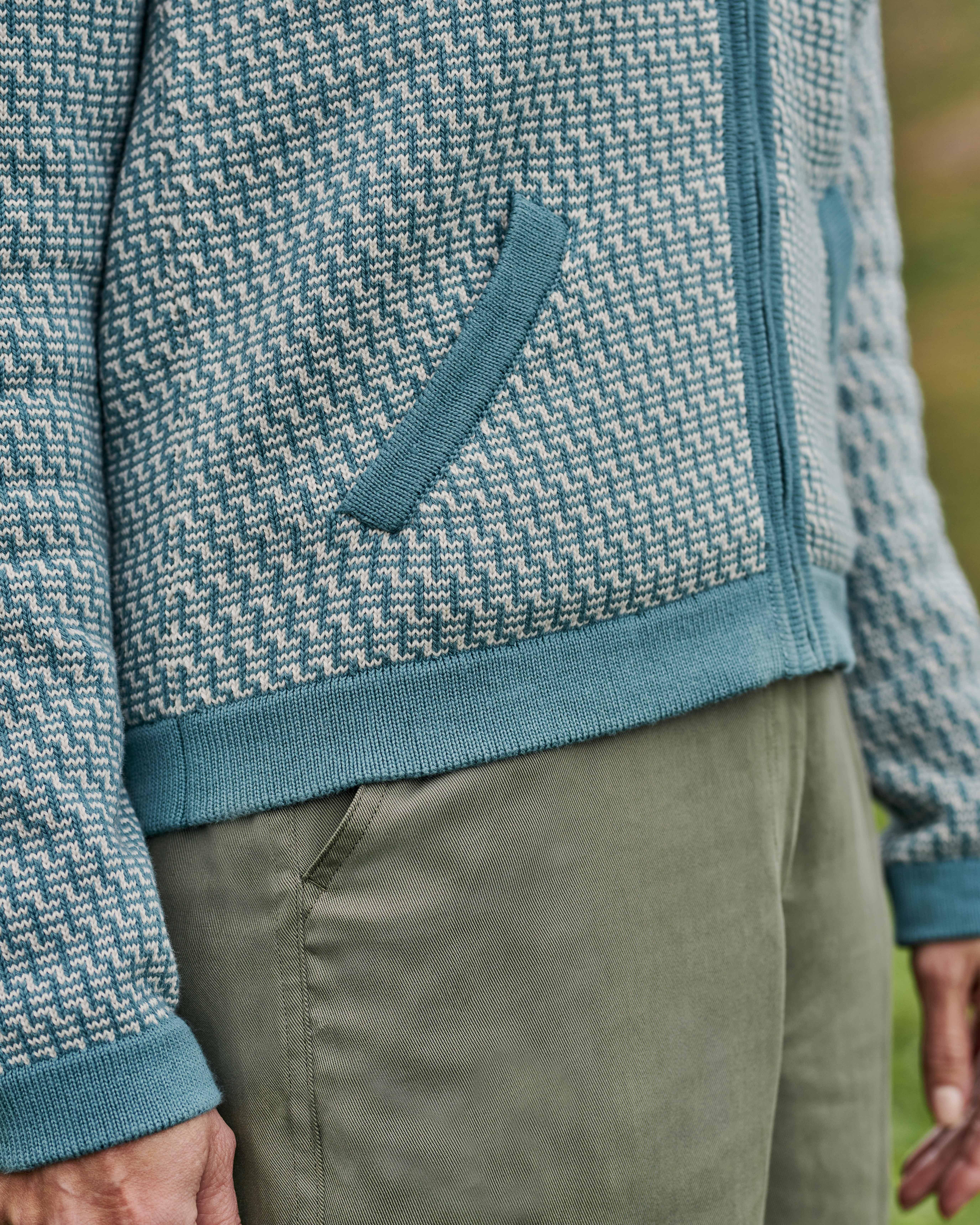 Gemusterte Strickjacke mit Reißverschluss