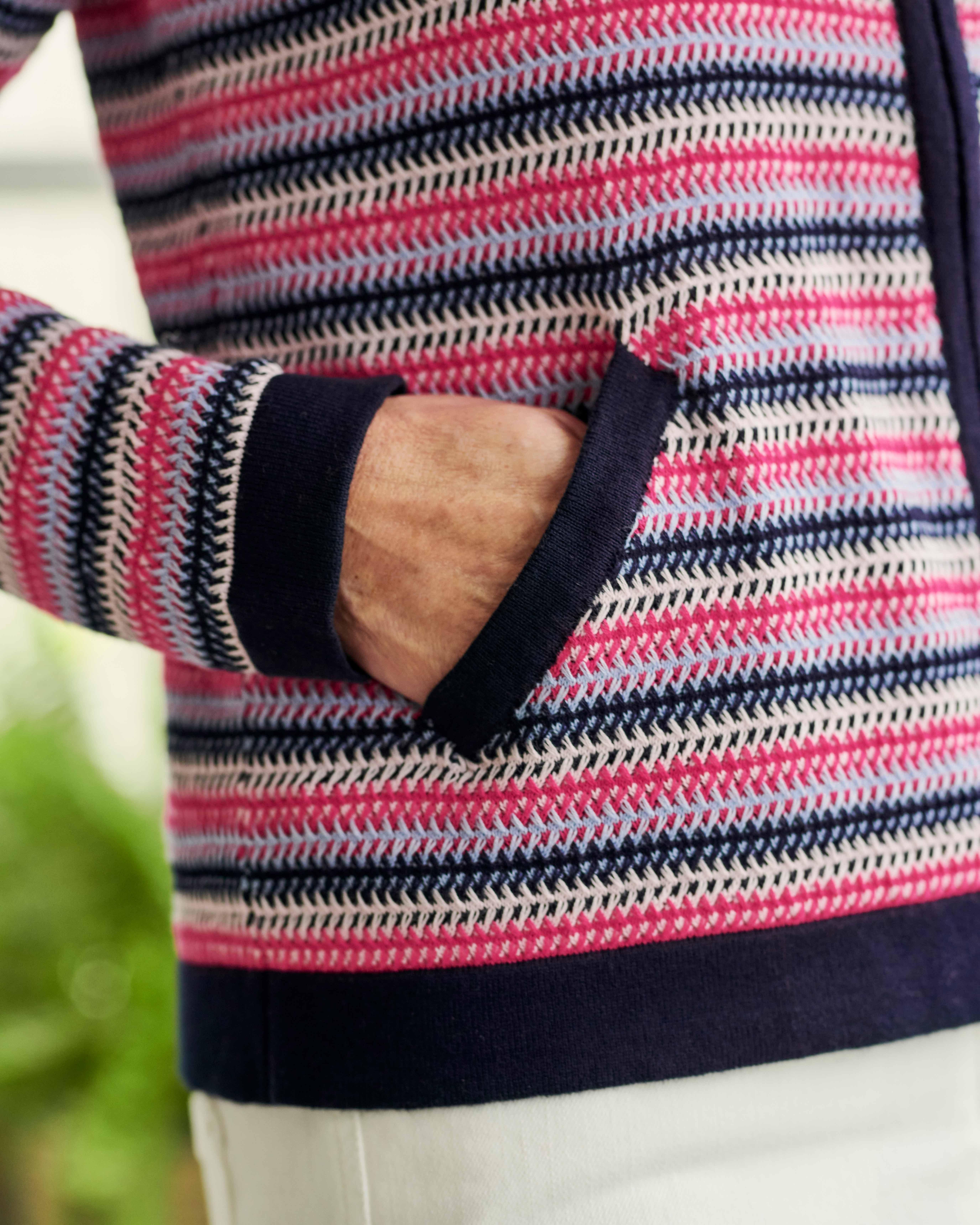 Gestreifte Strickjacke aus Bio-Baumwolle mit Reißverschluss für Damen
