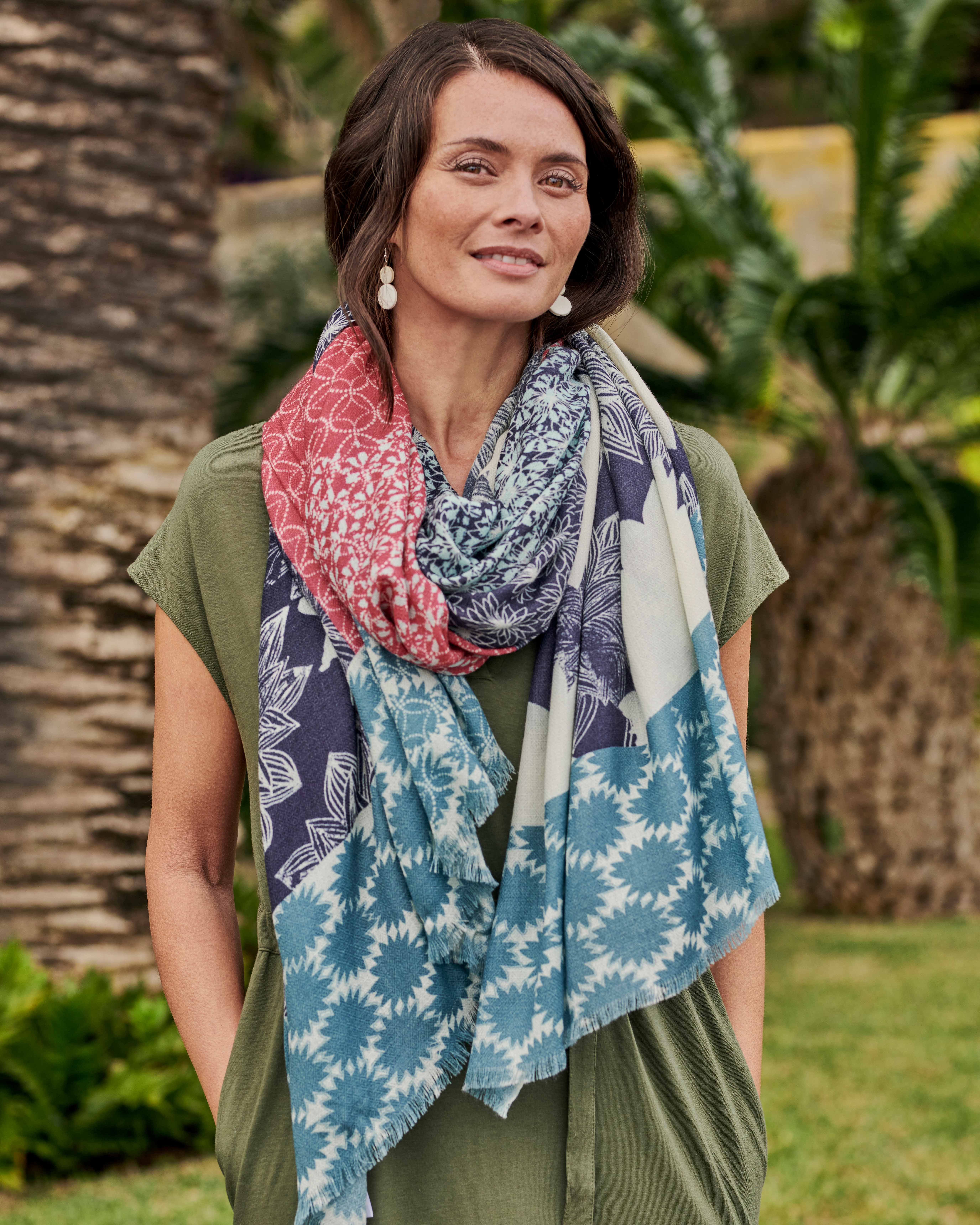 Schal mit Blumenmuster aus reiner Wolle