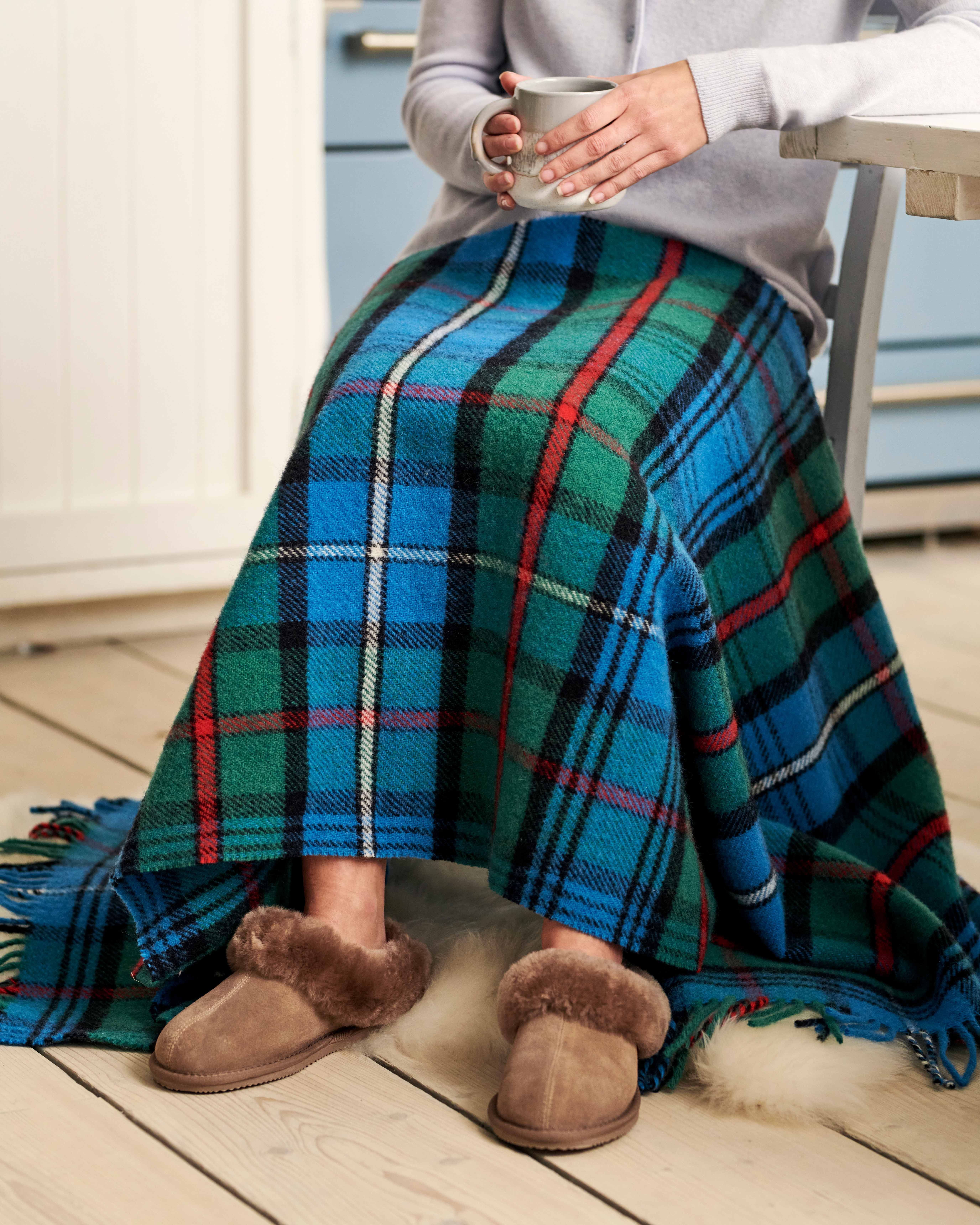 Kniedecke aus reiner Wolle mit Schottenmuster